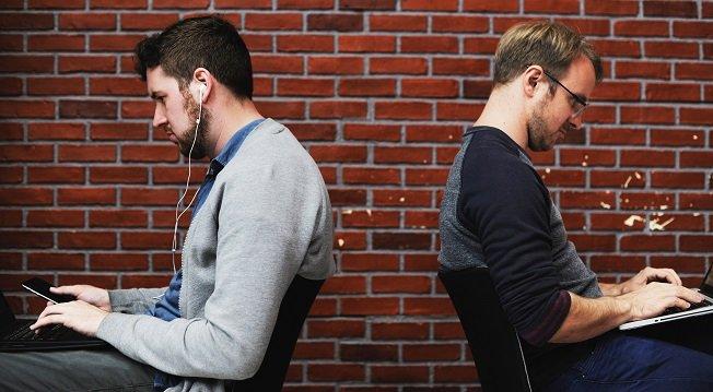 men-coding-mobile